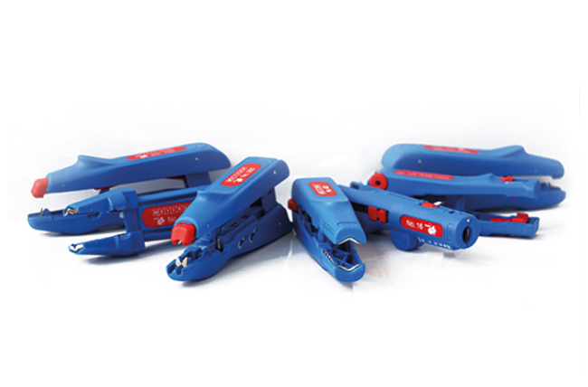 quick and safe stripping Weicon Cable Stripper No.S 4-28 Multi Stripping of all standard flexible and solid cables with a cross-diameter between 0.5 and 0.6 mm/² Precise